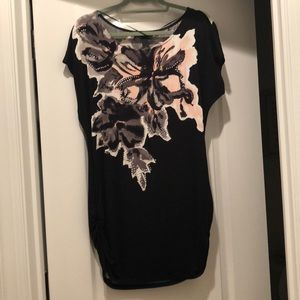 Adorable flower detailed black tunic